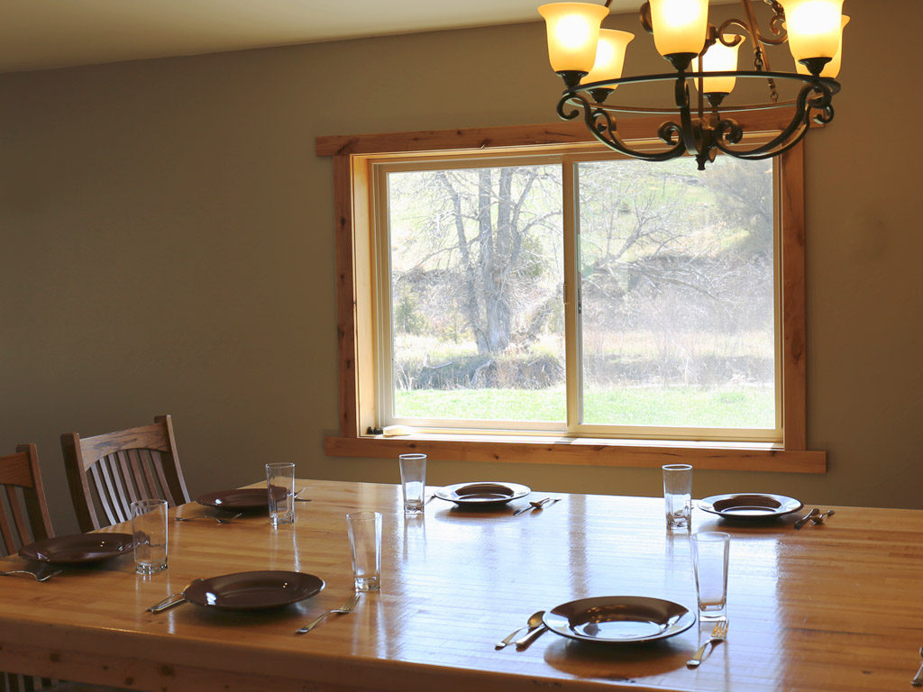 Hammer 'Em Outfitters Montana Hunting Lodge - Dining Table 2